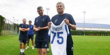 Мирча Луческу и его штаб представлены команде